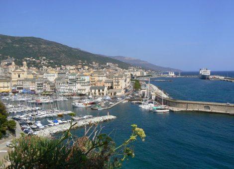 Slunečný přístav Bastia